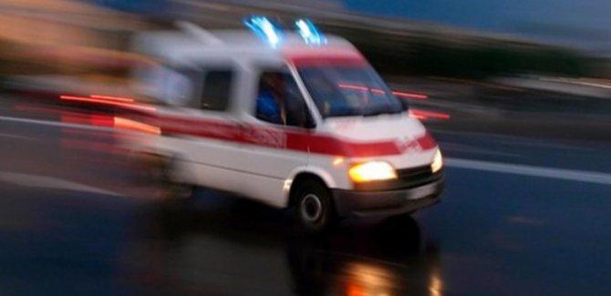 Göçmenleri taşıyan minibüs devrildi: 33 yaralı