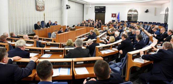 Holokost yasası Polonya Senatosu'ndan geçti