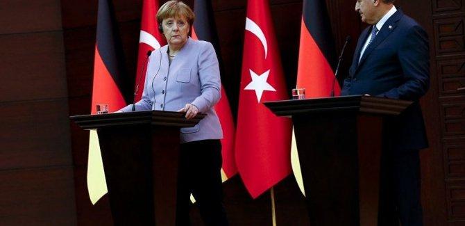 Başbakan Yıldırım: Deniz Yücel'in serbest kalacağını umuyorum