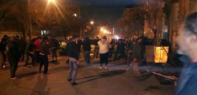 İran'da çatışma: 5 polis öldürüldü, 30 polis yaralı