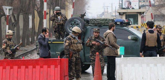 Afganistan'da Taliban askeri üsse saldırdı: 18 ölü
