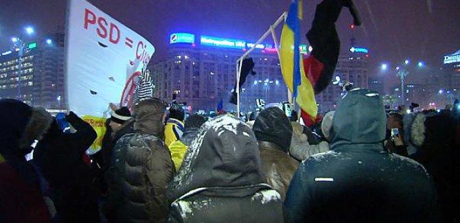 Romanya'da yolsuzluklara karşı onbinler  sokakta