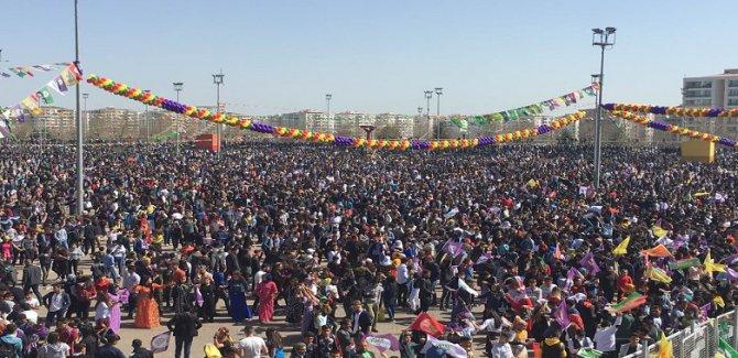 Diyarbakır'da Newroz  başladı