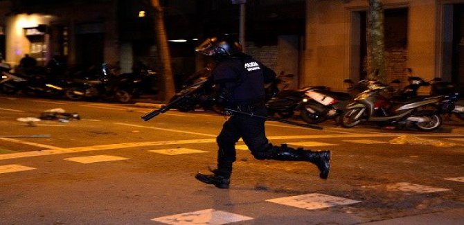 Göstericiler polisle çatıştı: 52 yaralı