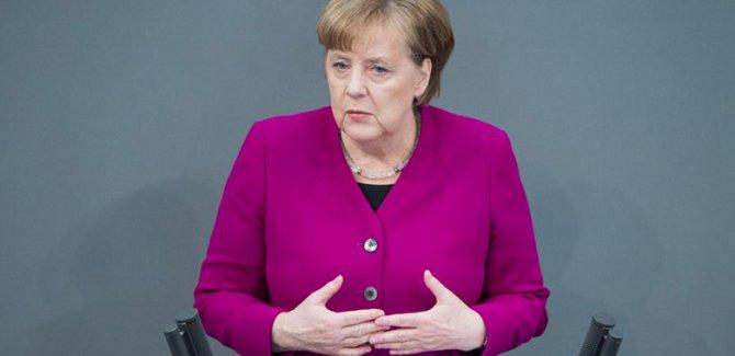 Merkel: Suriye'ye olası bir müdahalede yer almayacağız