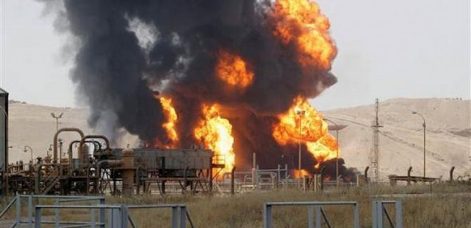 Kaçak petrol kuyusunda yangın: En az 10 ölü