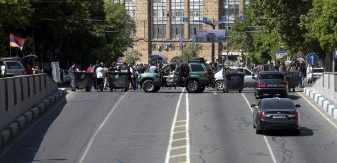 Erivan'da gerilim dinmiyor