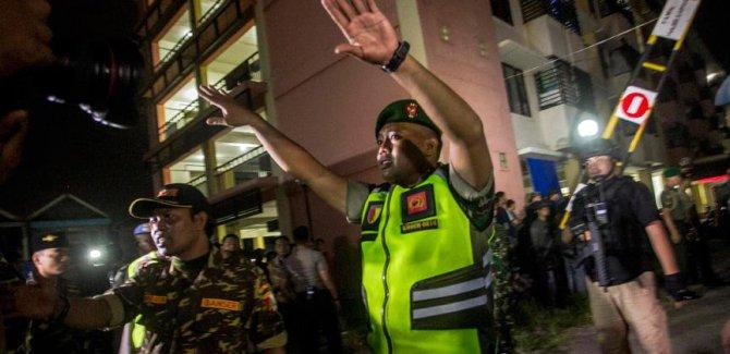 Endonezya'da polis merkezine bombalı saldırı: 7 ölü