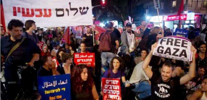 Yüzlerce İsrailli Netanyahu'yu Protesto Etti