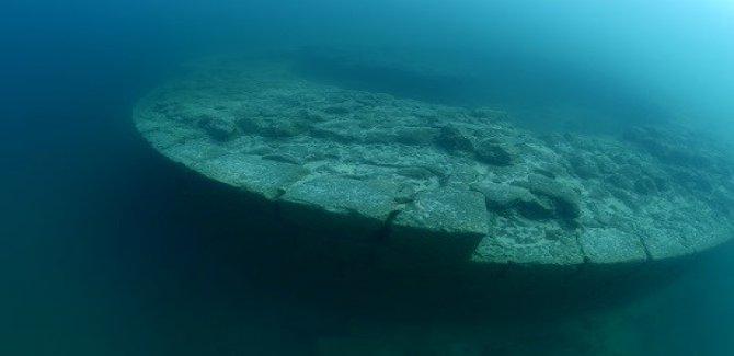 Van Gölü'nde kale bulundu
