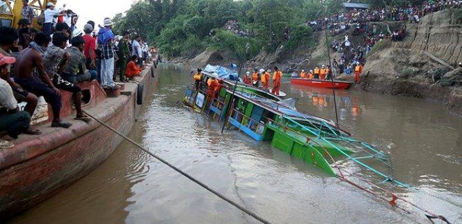 Endonezya'daki feribot kazasında ölü sayısı 30'a çıktı