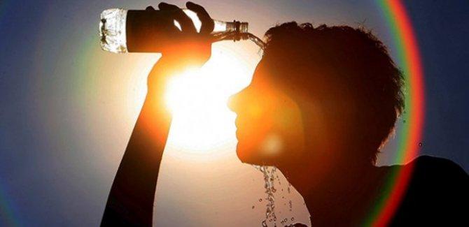 Aşırı sıcaklar 54 kişinin canına mal oldu