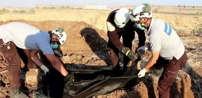 Li Reqqayê di sê tirbên komî de bi sedan laş hatin dîtin