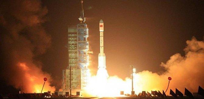Çin uzaya ikiz navigasyon uydusu gönderdi