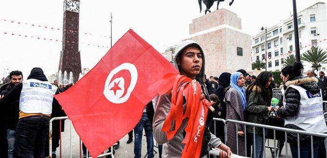 Tunus'ta Halktan Eş Cinsellik  Yasasına Protesto