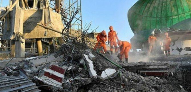 Depremde ölenlerin sayısı 347'ye yükseldi