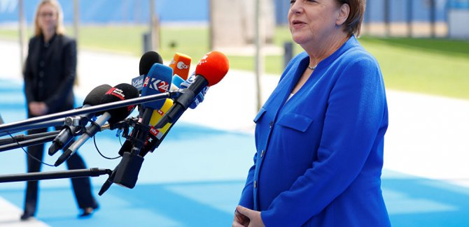 Merkel:Müreffeh Türkiye bizim çıkakarımıza