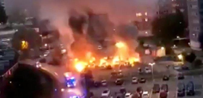 İsveç'te 80 araç molotofla ateşe verildi
