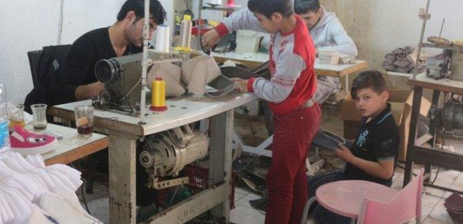Suriyeli çocuklar ayda 300 TL'ye günde 12 saat çalıştırılıyorlar