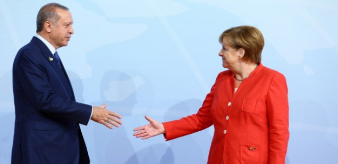 Merkel: Türkiye'nin şimdilik özel bir Alman ekonomik yardımına ihtiyacı yok