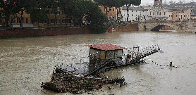 İtalya'daki selde ölü sayısı artıyor