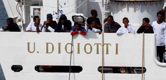 İtalya'dan vicdansızlık, sığınmacılara karaya çıkma izni yok