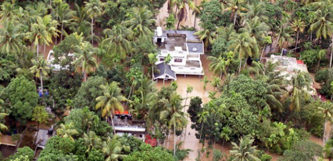 Hindistan'da yağışlar 2 ayda 417 can aldı
