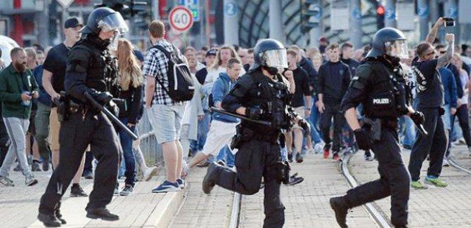 Almanya'da aşırı sağcılardan göçmen ve mültecilere saldırı