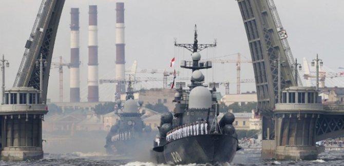 Rusya'dan Akdeniz'e askeri filo çıkarması