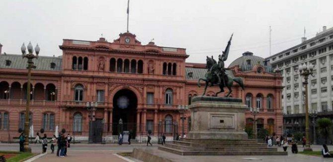 Arjantin'de 10 bakanlık feshediliyor
