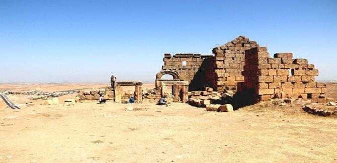 Diyarbakır'da bin 700 yıllık kaya mezarlığı bulundu