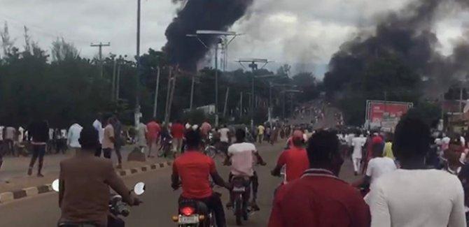 Nijerya'da akaryakıt tankeri patladı: 35 kişi öldü