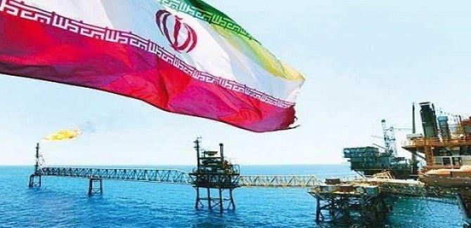 Güney Kore Tahran'da petrol sevkiyatını durdurdu