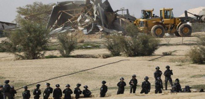 İsrail sembolik köyü yok etti