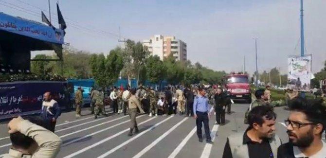 İran'da askeri törene saldırı!