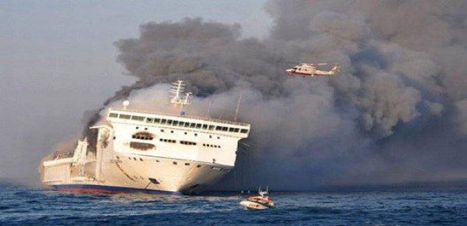Yüzlerce yolcu taşıyan feribotta patlama
