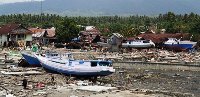 Tsunaminin ardından sahile cesetler vurmaya başladı