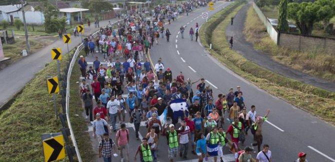 ABD'ye doğru yola çıkan binlerce göçmen Meksika'ya ulaştı