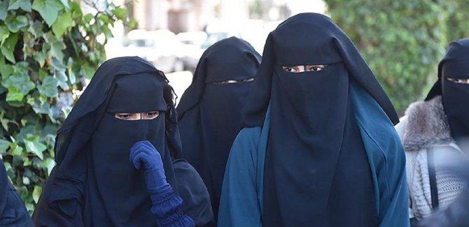 BM İnsan Hakları Komisyonu, Fransa'dan, peçe-burka yasağını gözden geçirmesini talep etti