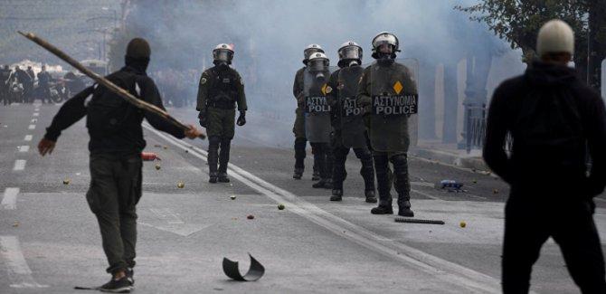 Lise öğrencileri ile polis arasında çatışma