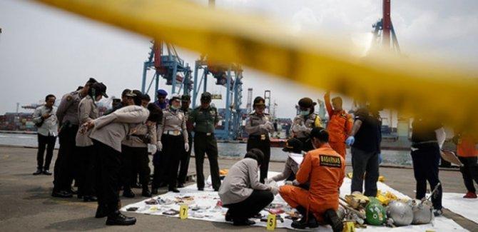Endonezya'daki uçak kazasında 24 kişinin cesedine ulaşıldı