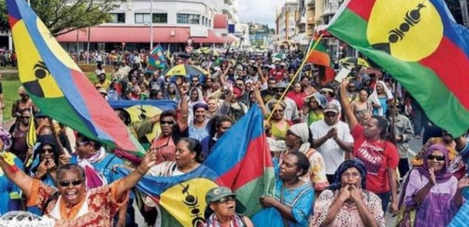 Yeni Kaledonya halkı Fransa'dan ayrılmak için sandık başında