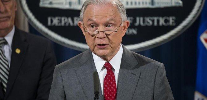 ABD Adalet Bakanı Sessions kovulmadan istifa etti