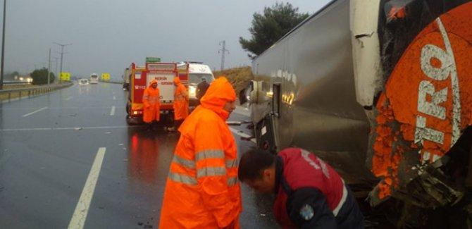 Mersin'de yolcu otobüsü devrildi: 20 kişi yaralandı