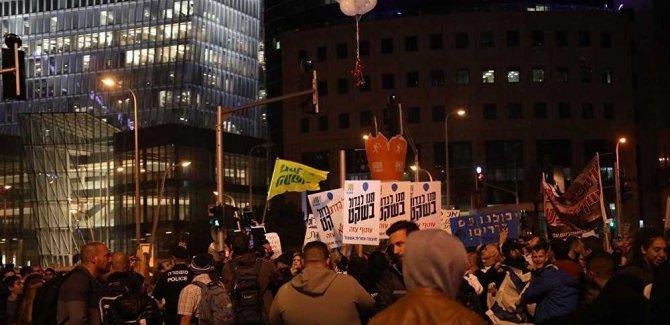 Tel Aviv'de Göstericiler Netanyahu'yu İstifaya Çağırdı
