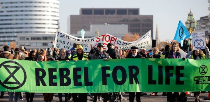 Londra'da 5 köprüde sivil itaatsizlik eylemi