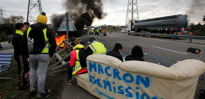 Fransa'da protestocular benzin depolarına ulaşımı kapattı