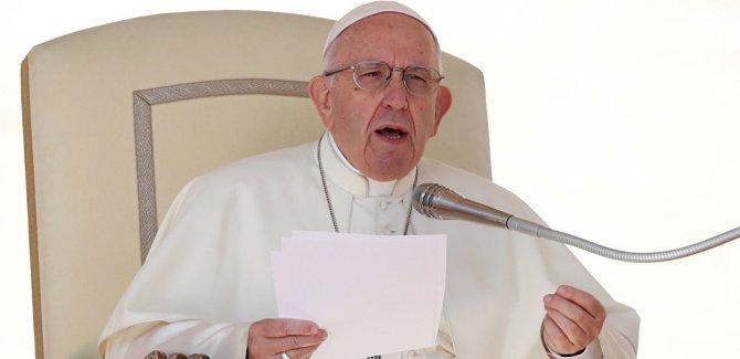 Papa Francis: Eşcinsel rahip ve rahibeler görevden ayrılsın