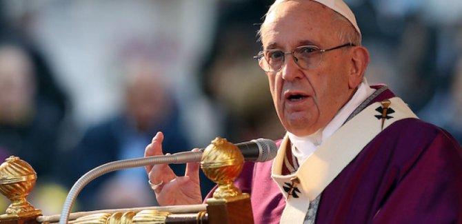 Papa'dan siyasetçilere: Her şey için mültecileri suçlamayın