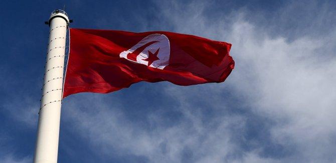 Tunus'ta bir kameraman kendisini yaktı